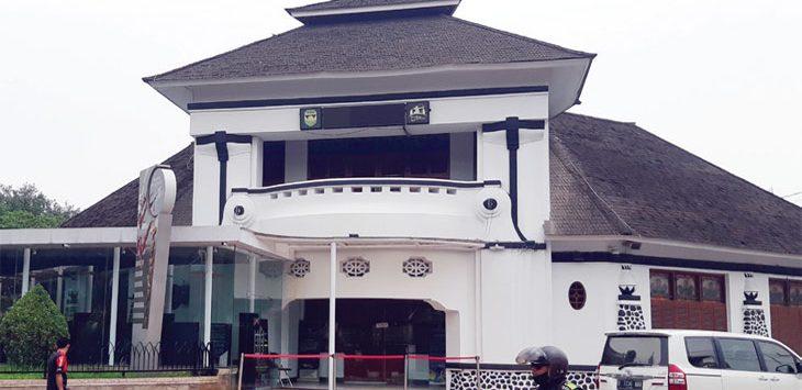 Gedung Kembar, salah satu cagar budaya yang terdapat di Purwakarta.