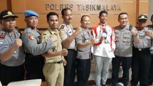 Kapolres Tasikmalaya yang berinisiatif menyambut peraih medali emas dan perunggu di SEA Games (ist)