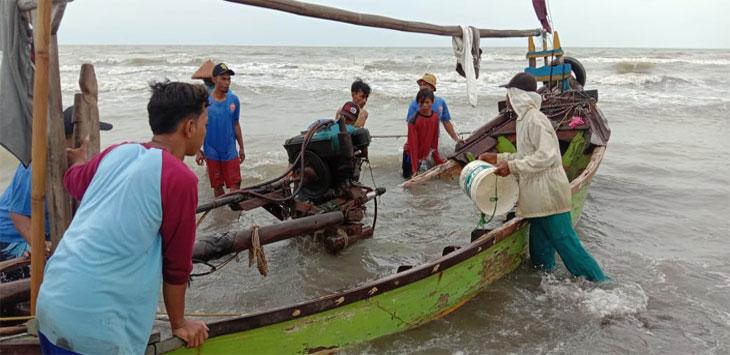 Cuaca Buruk, Perahu Nelayan Tenggelam di Laut Karawang