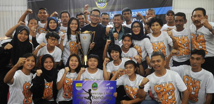 PERSIB Putri dan Gubernur Jabar, Ridwan Kamil./Foto: Istimewa