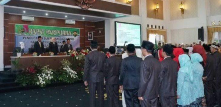 Para anggota dewan yang baru priode 2019-2024, saat sedang dilantik. (Foto.Dok)