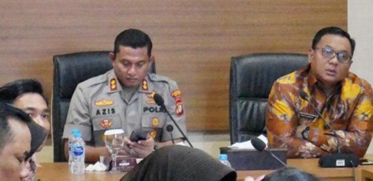 Wakil Walikota Depok Pradi Supriatna (kanan) yang didampingi Kapolrestro Depok, AKBP Azis Andriansyah saat Vicon di Polresta Depok, Jumat (13/12/19). Radar Depok