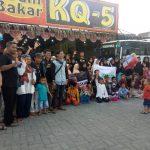 Puluhan anak yatim piatu yang dijamu makan di restoran di Karawang (ist)