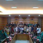 Puluhan pegawai PT PPE yang mendatangi DPRD Kabupaten Bogor (cek)