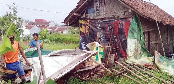 Kondisi rumah warga Kampung Selauerih RT 1/7, Kelurahan Dayeuhluhur, Kecamatan Warudoyong pasca roboh.