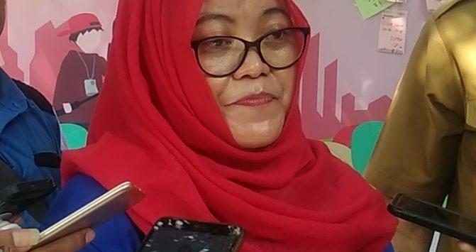Seketaris KPAIDS Kota Cirebon Sri Maryati. Dede