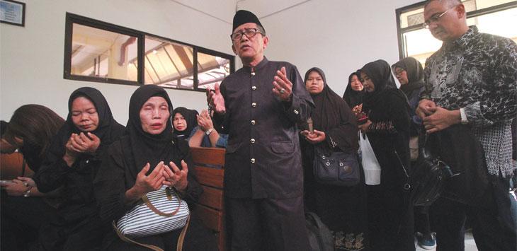 Puluhan jamaah memadati Pengadilan Negeri Kota Depok dalam agenda putusan gugatan perdata kasus First Travel, Senin (2/12/19). Radar Depok