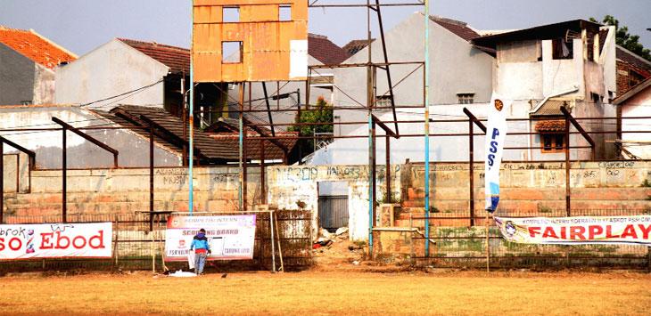 Stadion Sangkuriang Cimahi, hingga kini belum diperbaiki.