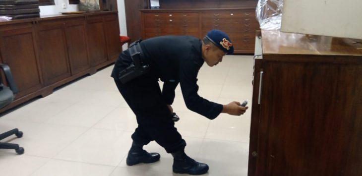 Sterelisasi gereja oleh polisi di Kota Bandung dalam rangka Natal (arf)