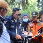 Berkacamata hitam dan berjaket Ridwan Kamil kunjungi Sukajaya Bogor (cek)