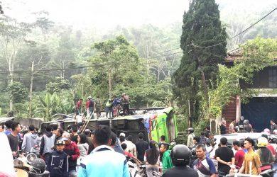 Bus terguling di Subang (ist)