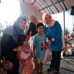 DP3AP2KB Kabupaten Bogor memberi trauma healing korban longsor di Sukajaya (ist)