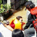 Evakuasi korban banjir di Baleendah