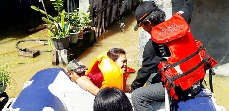 Evakuasi korban banjir di Baleendah./Foto: Rmol