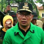 Gubernur Jawa Barat Ridwan Kamil saat meninjau lokasi banjir di Karawang (ega)