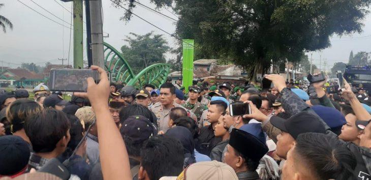 Kapolda Jabar Irjen Pol Rudy Sufahriadi mendatangi lokasi bentrok massa di Kecamatan Sukalarang Sukabumi (ist).