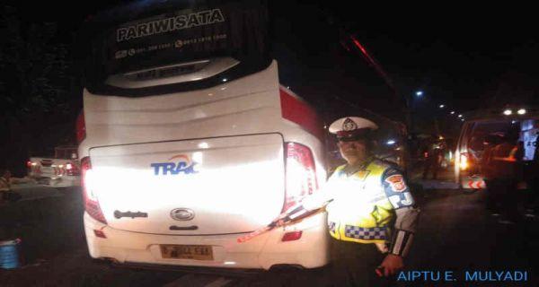 Bus terlibat lakalantas di Tol Cipali KM 164, Jumat (31/1/2020) dini hari./Foto: Istimewa