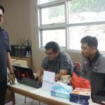 Komisioner KPU Karawang Ikmal Maulana di sekretariat pendaftaran calon PPK. (ega)