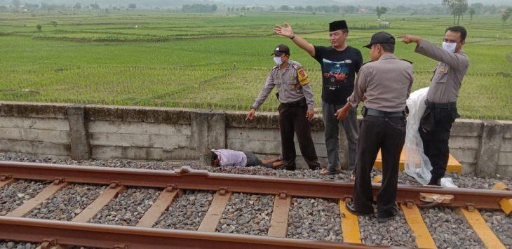 Korban tewas akibat tertabrak KA. Ist