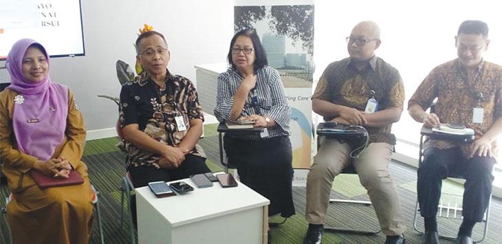 Tim Dokter Rumah Sakit Universitas Indonesia (RSUI), memberikan keterangan pers terkait apa yang sudah dilakukan pihak rumah sakit, Senin (20/1/2020) terhadap puluhan korban kecelakaan bus maut di Kampung Nagrog, Desa Palasari, Kecamatan Ciater, Kabupaten Subang. Radar Depok