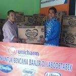 PT Uni-Charm Indonesia Salurkan Bantuan kepada Korban Banjir Kabupaten Bekasi