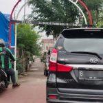 Parkir di Jalan Umum Bikin Repot Orang Lain
