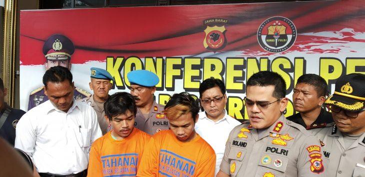 Pelaku gengster RPUS saat rilis di halaman Mako Polres Cirebon Kota. Dede