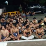 Puluhan pemuda yang diamankan petugas Polsek Gunungsindur saat razia balapan liar, Minggu dini hari