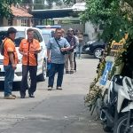 Puluhan polisi dari Polrestabes Bandung yang mendatangi kediaman almarhum Lina, mantan istri Sule (arf)