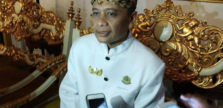 Sultan Sepuh Keraton Kasepuhan Cirebon dan juga sebagai Ketua Umum Forum Silaturahmi Keraton Nusantara (FSKN) P.R.A. Arief Natadiningrat. Dede