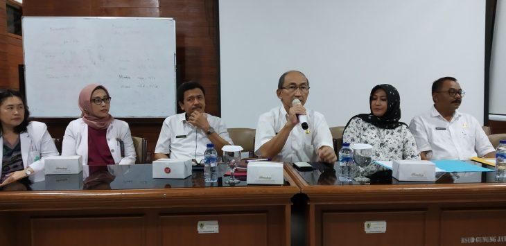 Direktur RSUD Gunung Jati dr Ismail Jamaludin saat memberikan keterangan. Dede