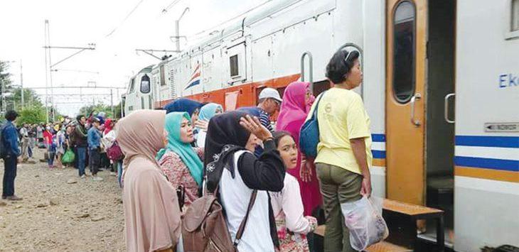Suasana di Stasiun Kereta Api Purwakarta.