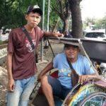 Penarik Becak di Cirebon