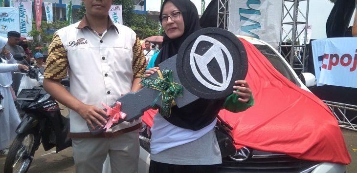 Pemenang hadiah mobil pada Funday 2020 Purwakarta./Foto: Restu