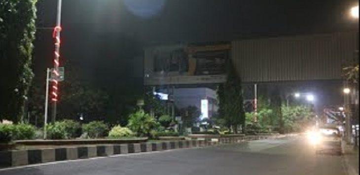 Arus lalin sekitar bundaran Mega M, Karawang./Foto: Ega