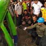 Pemusnahan angkot di Kota Bogor oleh Walikota Bima Arya (cek)