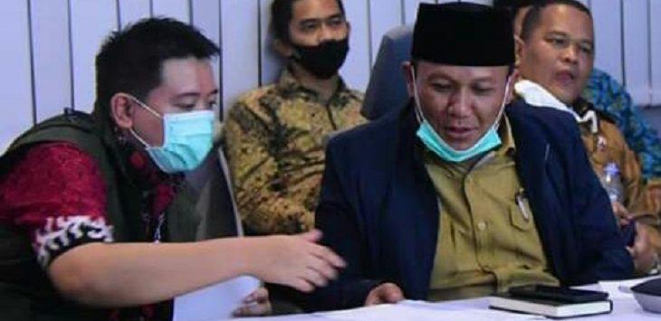 Wakil Bupati Karawang, Ahmad Zamakhsyari (peci hitam)./Foto: Istimewa