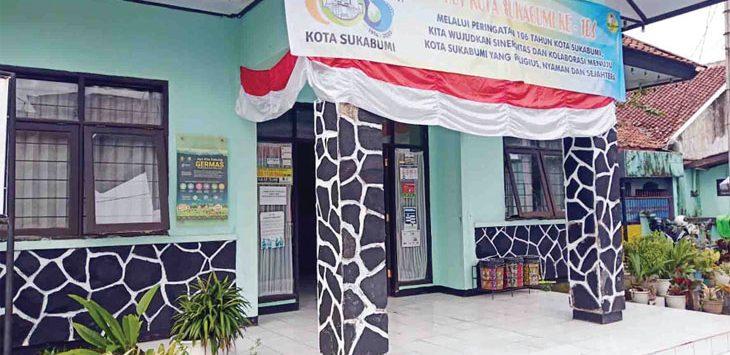 Kantor Kelurahan Gunungpuyuh, Kecamatan Gunugpuyuh hari ini mulai ditutup.