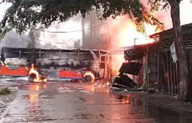 Kebakaran dan kecelakaan tunggal di Karawang