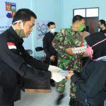 Warga di Kecamatan Bogor Utara menerima bantuan dari Pemprov Jabar