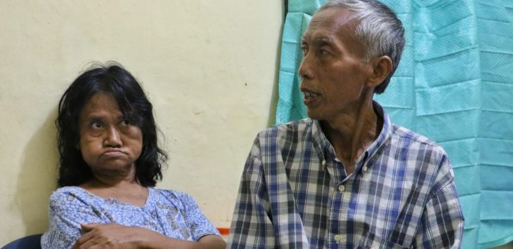 Supriyadi sudah mengurus istrinya selama puluhan tahun, cintanya tidak lekang oleh waktu