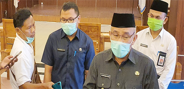 Walikota Depok Mohammad Idris saat ditemui wartawan di Balaikota Depok, usai launching Aplikasi Kampung siaga Covid-19, Senin (18/5/2020).