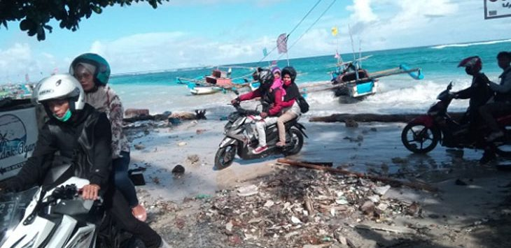 Gelombang pasang di Pantai Ujung Genteng Sukabumi, Senin (25/05/2020). Ist