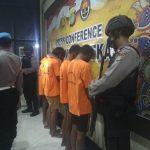 Polisi Ringkus 5 Tersangka Spesialis Pembobol Mini Market di Bekasi