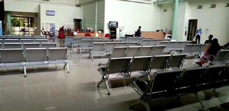 Suasana ruang pelayanan RSUD Kota Depok, tampak sepi, Jumat (22/5). /Foto: RD