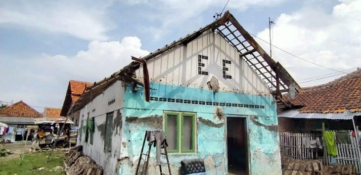 YANU Jakarta lakukan perbaikan rumah lansia. Dede