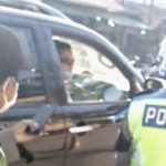Tangkapan layar video oknum polisi tak bermasker