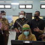 Anggota DPRD Jabar meninjau PPDB online di Jabar (ist)