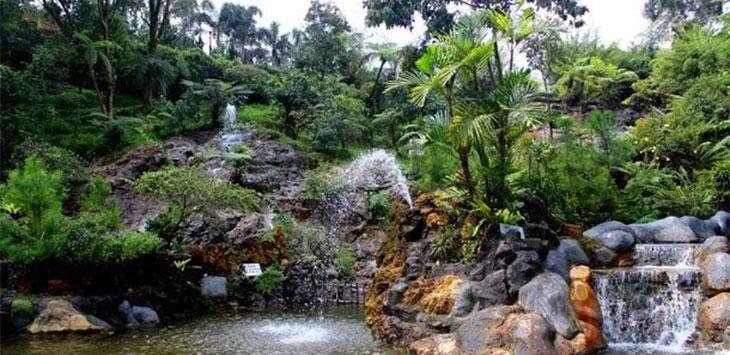 Objek wisata pemandian air panas Ciater . Ist