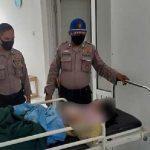 Petugas gabungan saat mengevakuasi korban yang tergulung ombak Pantai Batu Bintang Cipatuguran